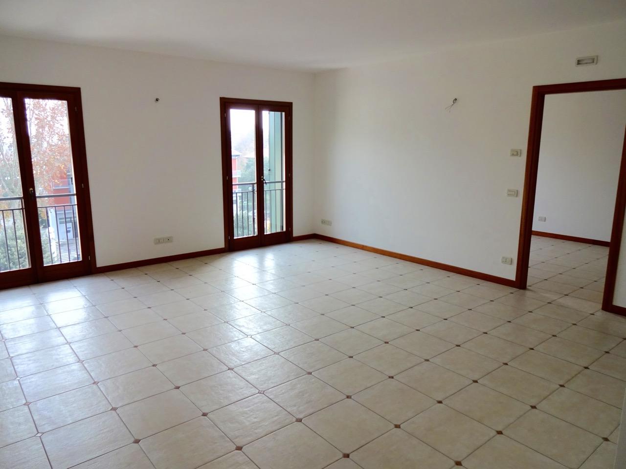 Splendido attico nuovo, adiacente al centro