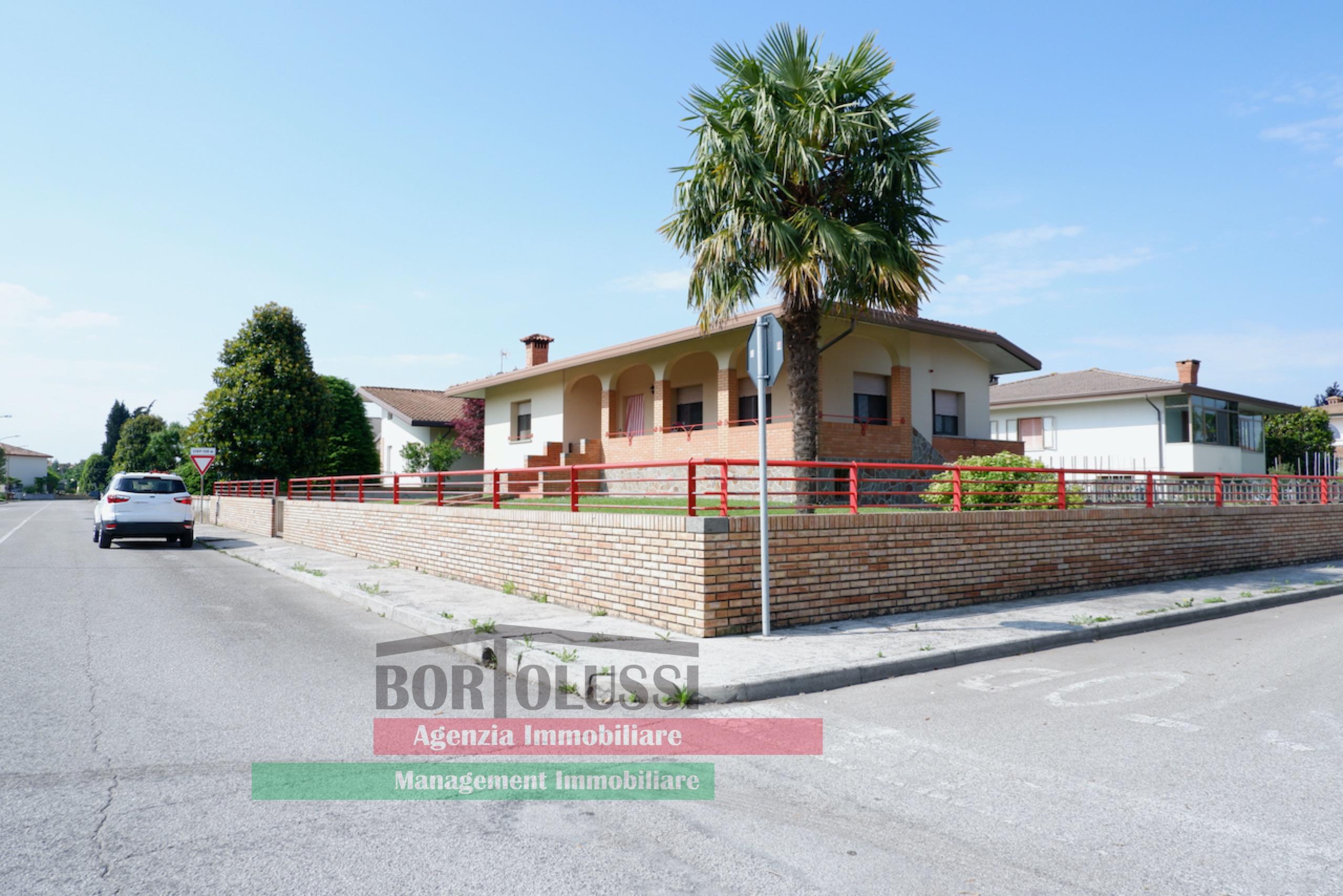 Villa singola in zona residenziale.
